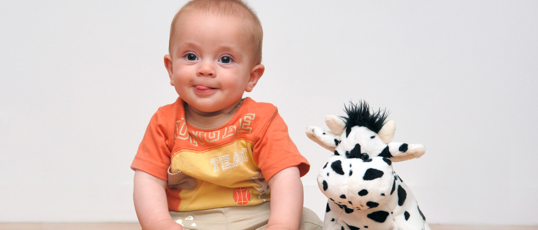 Petite Enfance : un enfant et sa peluche