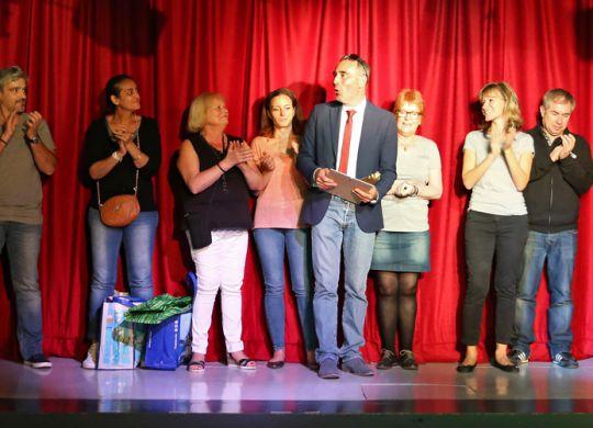 Festival de Théâtre : groupe sur scène