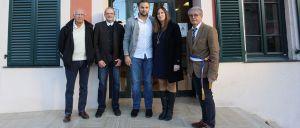 Premier Pacs en Maire : un des premiers couples en compagnie du maire et des membres du conseil municipal